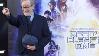 """Steven Spielbergs """"Ready Player One"""" hat am Wochenende vom 12. bis 15. April 2018 am meisten Filmfans in die Deutschschweizer Kinos gelockt. Hier zeigt sich der Regisseur am 26. März bei der Weltpremiere in Los Angeles. (Archiv)"""