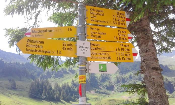 Nach kurzem Halt bei der Station Chrüz und einigen Hinweisen vom Wanderleiter war um 10:30 h Aufbruch zur Wanderung