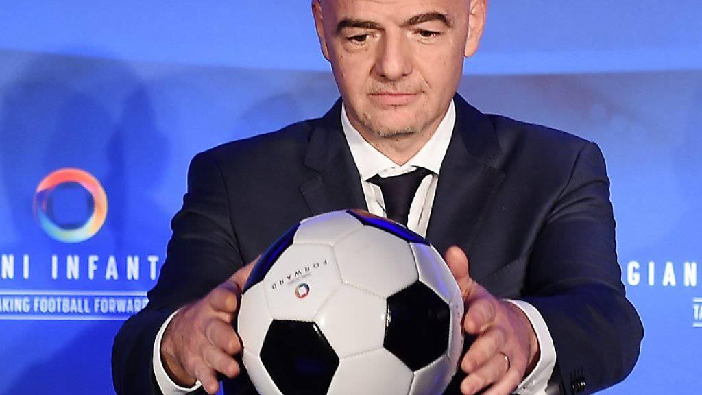 Der Ball im Mittelpunkt: Der neue FIFA-Präsident Gianni Infantino soll für die FIFA einen Imageumschwung bewirken