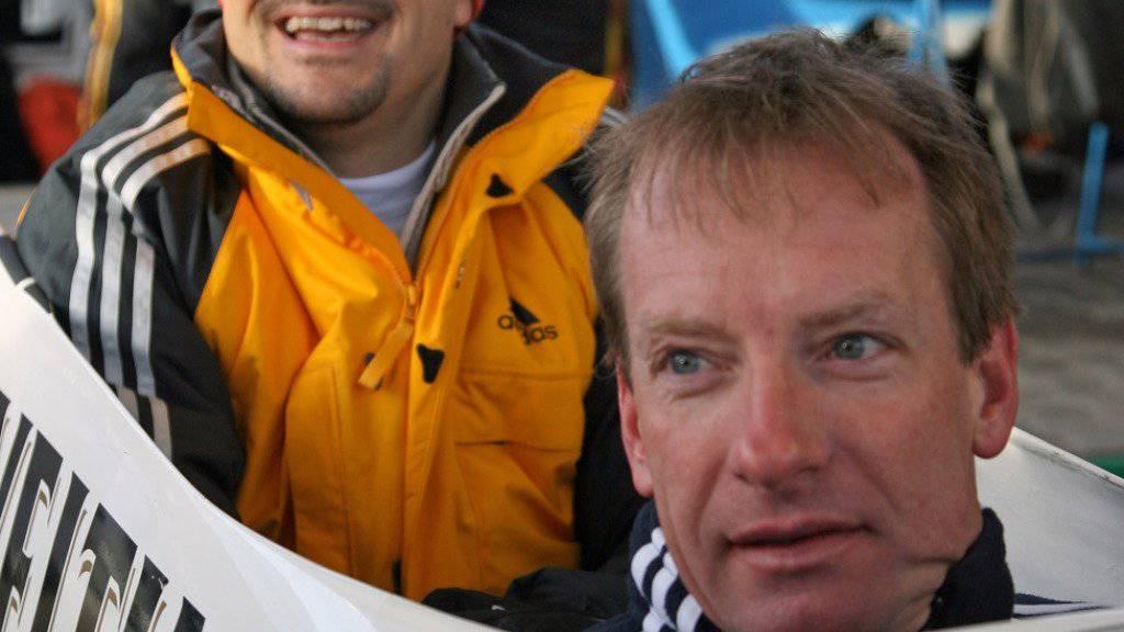 Christoph Langen (rechts), hier im Schlitten mit dem ehemaligen Rodler Georg Hackl, wird Schweizer Nachwuchs-Trainer. (Archivbild)