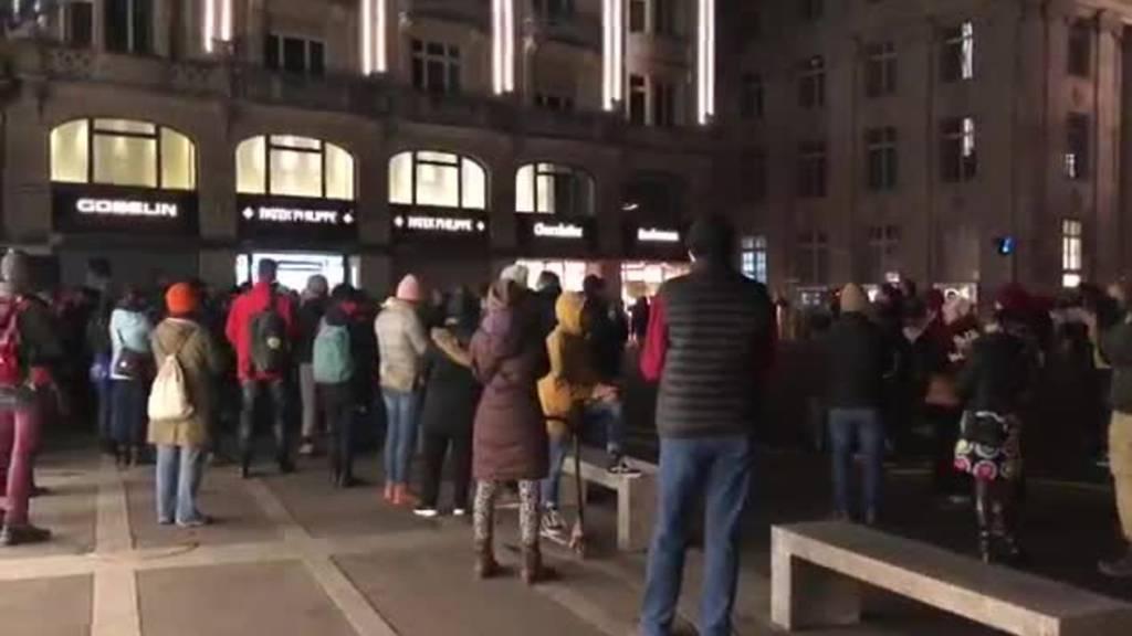 350 Personen an unbewilligter Demo für umstrittenen Ebikoner Arzt