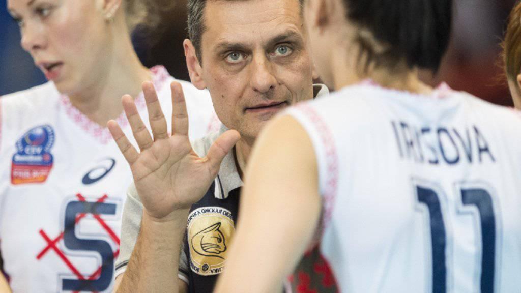 Der serbische Nationaltrainer Zoran Terzic (Mitte) wird neuer Headcoach der Volleyballerinnen von Volero Zürich