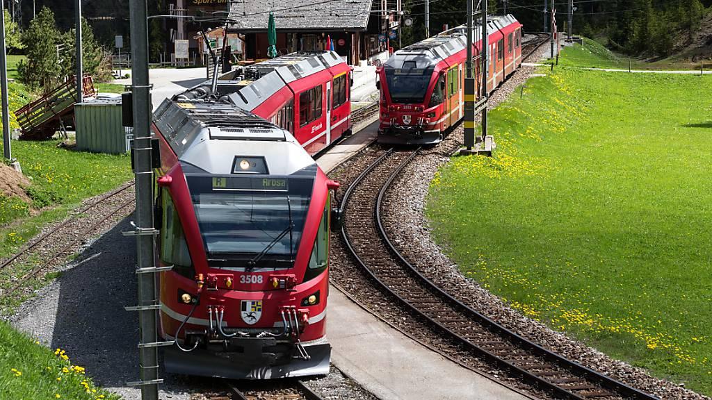 Ersatzbusse auf der Arosalinie der Rhätischen Bahn