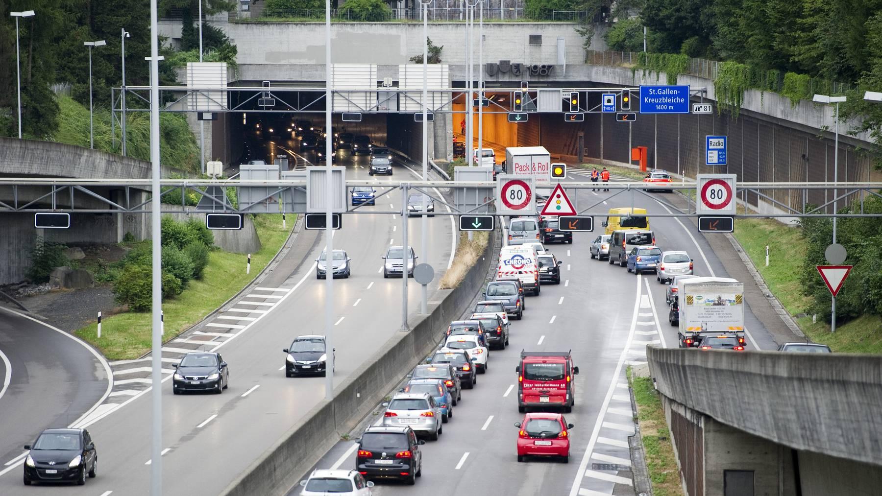 Der Verkehr staute sich am Montagmorgen im Rosenbergtunnel nach einem Fehlalarm.