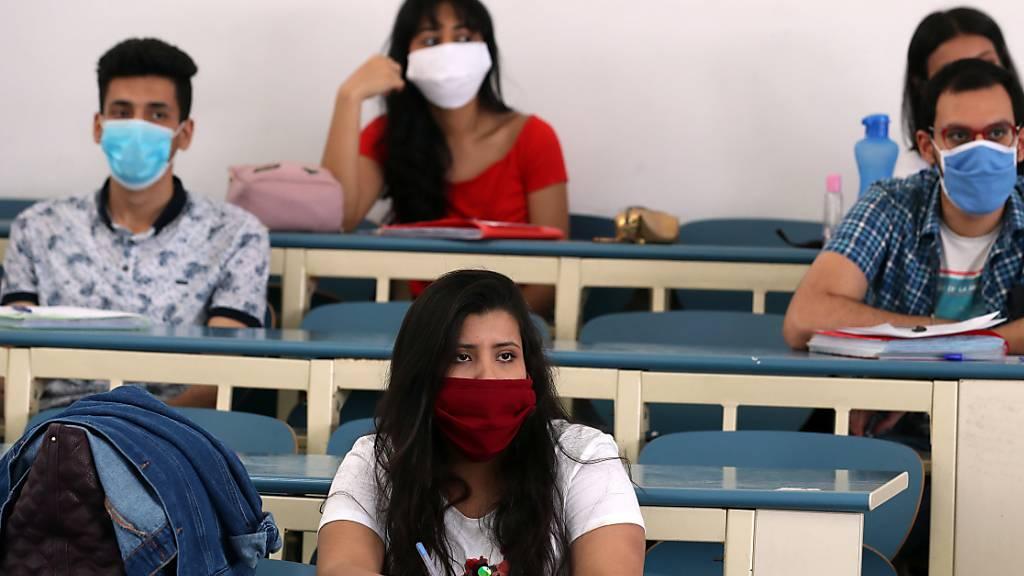 An Schweizer Universitäten werden Studenten wohl ab dem Herbstsemester Gesichtsmasken tragen. (Symbolbild)