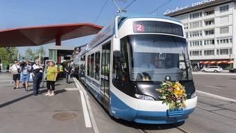 Ende August wurde die erste Etappe der Limmattalbahn eröffnet. Der Gemeinderat Fislisbach fordert vom Kanton zu prüfen, ob sie bis ins Reusstal weiterfährt.