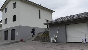 Vor diesem Haus wurde 2013 ein Italiener vor den Augen seiner Verlobten und vor vier Kindern erschossen. (Archivbild)