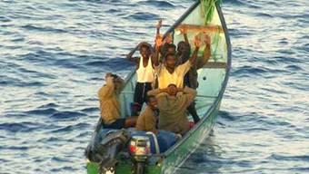 Somalische Piraten ergeben sich (Symbolbild)