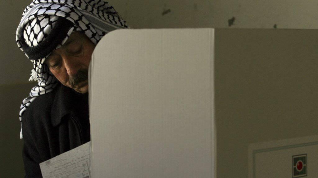 Die Palästinenser müssen weiter auf Wahlen in beiden ihrer Gebiete warten - vorerst wird nur im Westjordanland abgestimmt, nicht im Gazastreifen. (Symbolbild von den Wahlen 2006 in Nablus)