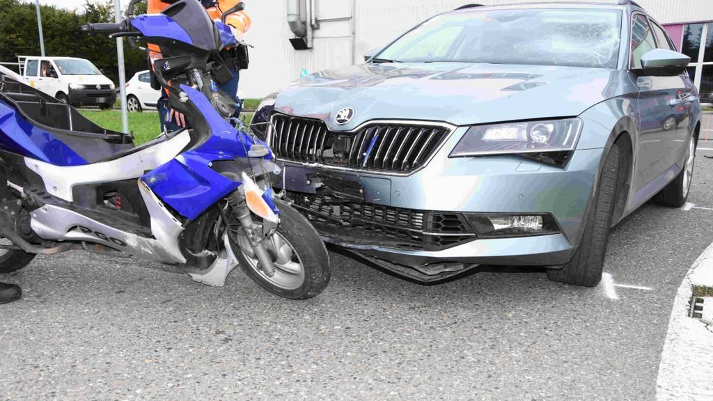 Nach Frontalkollision: 23-jähriger Töfffahrer verletzt