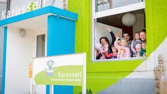 Das Familienzentrum Karussell freut sich über eine hohe Besucherzahl – hier winkt die russische Spielgruppe.