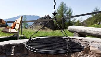 Anders als in Urdorf und Birmensdorf bleibt in Uitikon das Grillieren mit Grillgeräten in Hausgärten im privaten Rahmen bis auf Weiteres erlaubt. (Symbolbild)