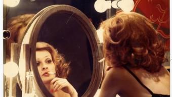 Der Zauber der Bilder: Ingrid Caven in der Spiegelung gefilmt - in Daniel Schmids frühem Meisterwerk «La Paloma» (1974).