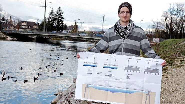 Pascal Stöckli zeigt den Plan für eine neue Emmenbrücke in Biberist