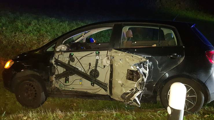 Ein 27-jähriger Autolenker geriet auf die Gegenfahrbahn. Ein entgegenkommendes Auto konnte noch ausweichen – trotzdem kam es zu einer Streifkollision.