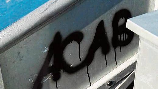 Beleidigung der Polizei: ACAB steht für «All cops are bastards».