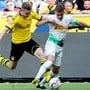 Thorgan Hazard (in weiss) hier noch als Gegner von Borussia Dortmund im Einsatz