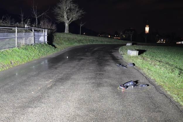 Tägerig AG, 17. Januar: Ein 36-jähriger Elektrotrottinett-Fahrer hat bei einer Kollision mit einem Auto schwere Beinverletzungen erlitten. Der 47-jährige Autolenker musste seinen Führerausweis abgeben.