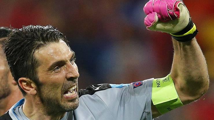 Gianluigi Buffon stürzte beim Siegesjubel von der Querlatte ab