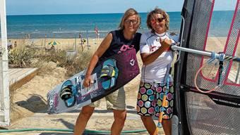 Astrid Berz (r.) und Rahel Holliger: Seit 2009 verbringen sie den Sommer in ihrer Surfschule an der italienischen Adriaküste.