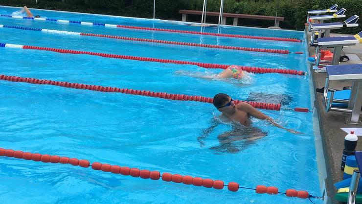 Nur zwei Athleten auf einer 50-Meter-Bahn, ein ungewohnter Anblick beim Training des SC Aarefisch.