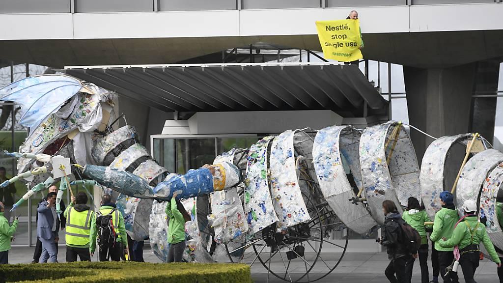 Schlechte Noten für Nestlés Plastikbilanz