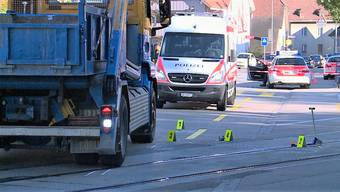 Ein vierjähriger Knabe stürzte beim Bahnübergang in Balsthal vor einen Lastwagen. Jetzt wird eine Sicherheitslinie zur besseren Übersicht gefordert.