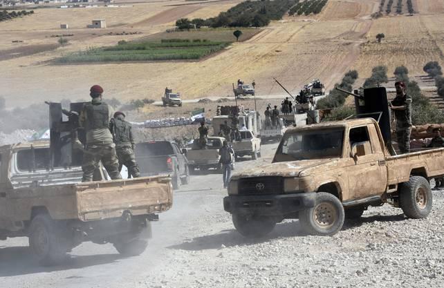 Islamistische FSA-Kämpfer ziehen an der Seite der Türkei gegen die Kurden in den Krieg.