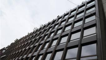 Hauptsitz der MSC-Reederei an der Basler Steinentorstrasse: Die an der Fassade unerwünschte Flagge kommt nun aufs Dach.Juri Junkov