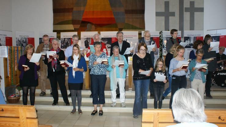 Ein Ad-hoc-Chor umrahmte den Gottesdienst in Laufenburg musikalisch.