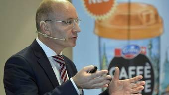 Emmi-Chef Urs Riedener vor den Medien in Luzern