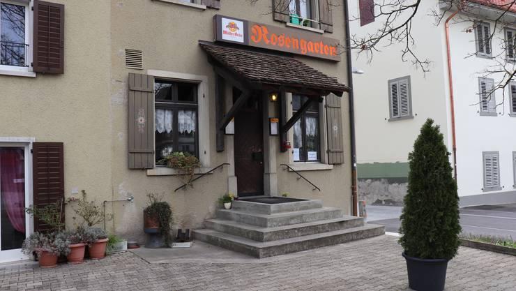 Klingnau: Wirtin Erika Eggspühler schliesst den Rosengarten in Klingnau Ende Mai nach 8,5 Jahren. Nach zehn Jahren kehrt sie der Gastronomie den Rücken zu. Das Wirtschaften im Rosengarten habe kaum mehr rentiert, sagt sie.