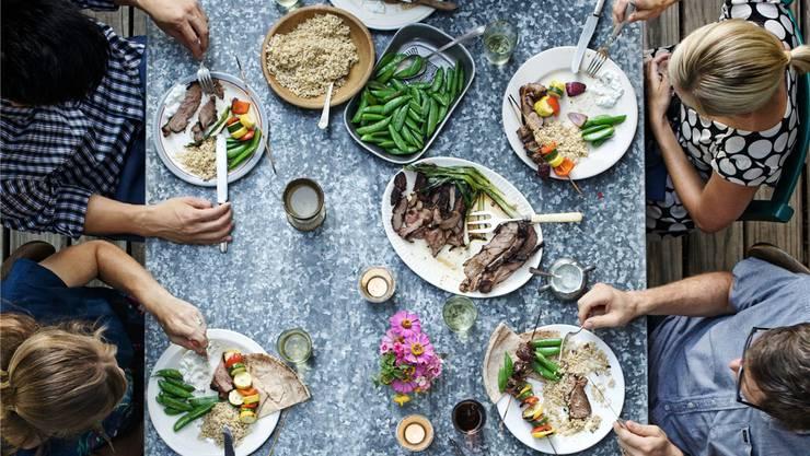 Nie war das Bedürfnis grösser, gemeinsam zu essen und über Essen zu reden. Jody Horton/Gallery Stock