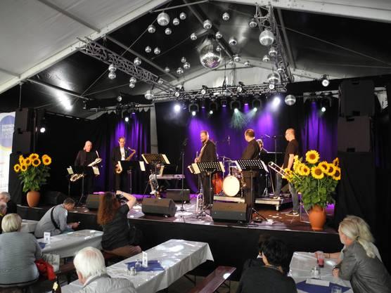Philip Rellstab und seine Band am Stadtfest Dietikon