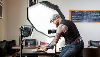 Der ausgebildete Konditor-Confiseur Adrian Ehrbar fotografiert Essen in verschiedensten Restaurants – und macht damit seine Leidenschaft zum Beruf. Sandra Ardizzone