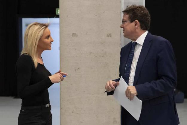 SVP-Präsident Albert Rösti kämpft gegen die Überbrückungsrente. Hier bespricht er sich mit Parteivizechefin Céline Amadruz.