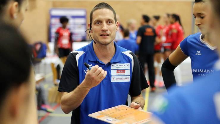 Heuert beim Bundesligisten Rote Raben Vilsbiburg an: Sm'Aesch-Coach Timo Lippuner.