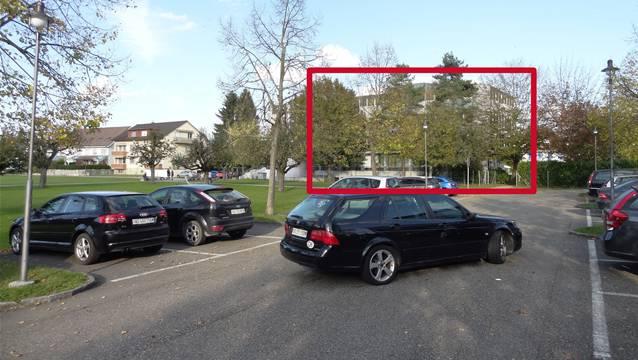 Die Möhliner Zentrumsplanung umfasst das Areal beim Gemeindehaus (mit Rot umrandet), die Parkplätze im Vordergrund und die Allmend linkerhand, die nicht mit Hochbauten verplant werden soll.