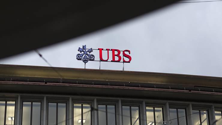 Die Grossbank UBS muss analog zur Credit Suisse einen Milliardenabschreiber aufgrund der US-Steuerreform vornehmen. (Archivbild)