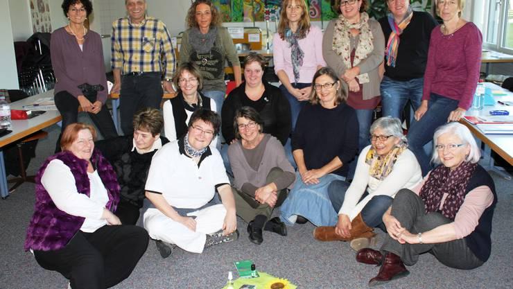 Die Teilnehmerinnen und Teilnehmer des Lehrganges Passage SRK zusammen mit der Leiterin, Manuela Hendry, 1. Person oben links.