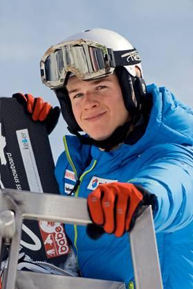 Sandro Perrenoud konnte sich dank der finanziellen Unterstützung ein neues Snowboard sowie zwei Paar neue Boardschuhe kaufen.