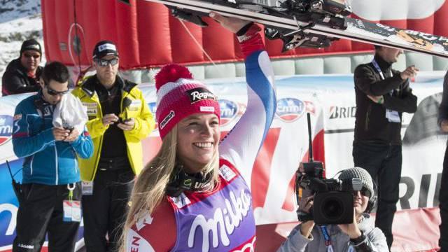 So strahlen kann nur eine: Lara Gut feiert den ersten Schweizer Riesenslalom-Sieg seit fast elf Jahren. Foto: Bott/Keystone