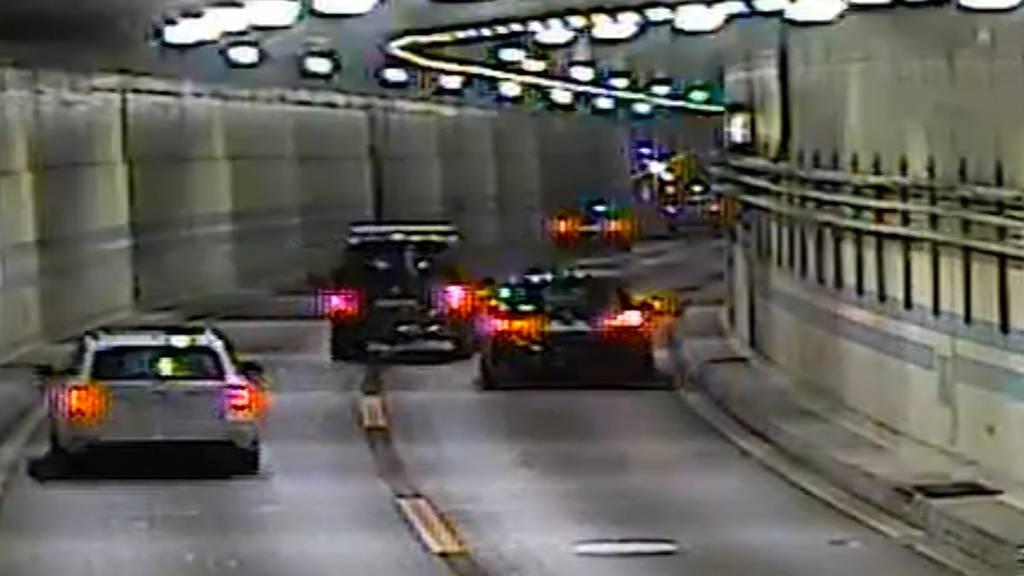 Exklusiv: Überwachungskameras zeigen Fahrerflucht im Schöneichtunnel