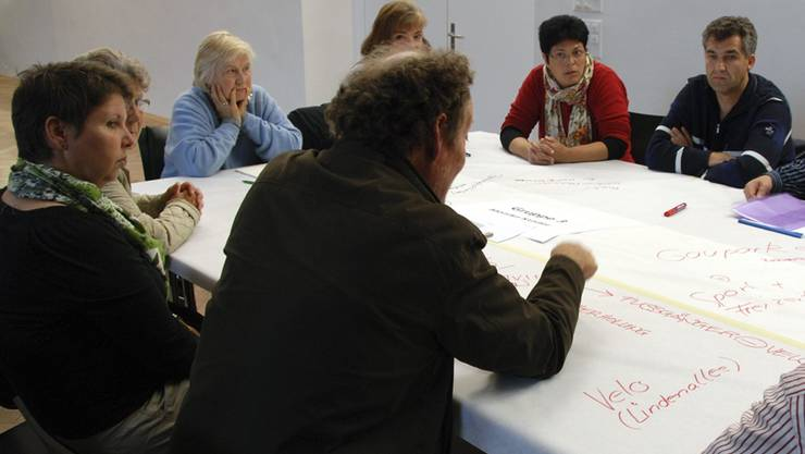 Aktives Mitmachen war gefragt in der Diskussionsrunde: Da kam buchstäblich vieles auf den Tisch.