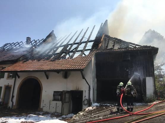 Das Feuer war auf das angebaute Bauernhaus übergesprungen.