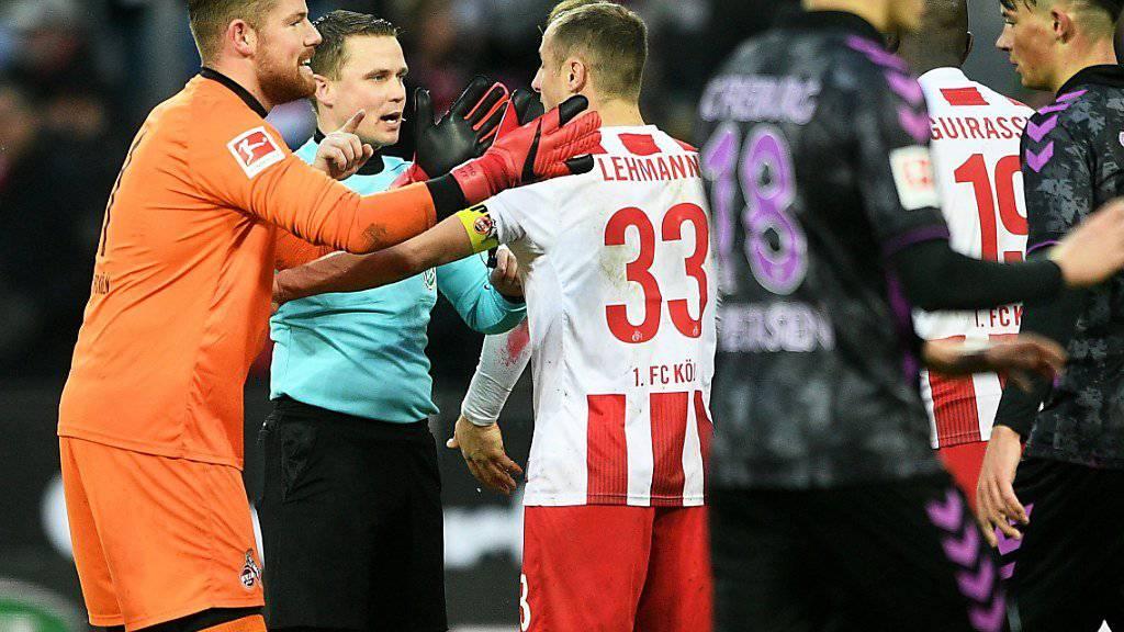 Emotionen pur: Freiburg drehte in Köln einen 0:3-Rückstand und gewann dank zwei Penaltys in den Schlussminuten.