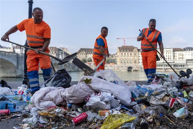 Nach einer Woche sammelte sich so viel Abfall am Basler Rheinufer.