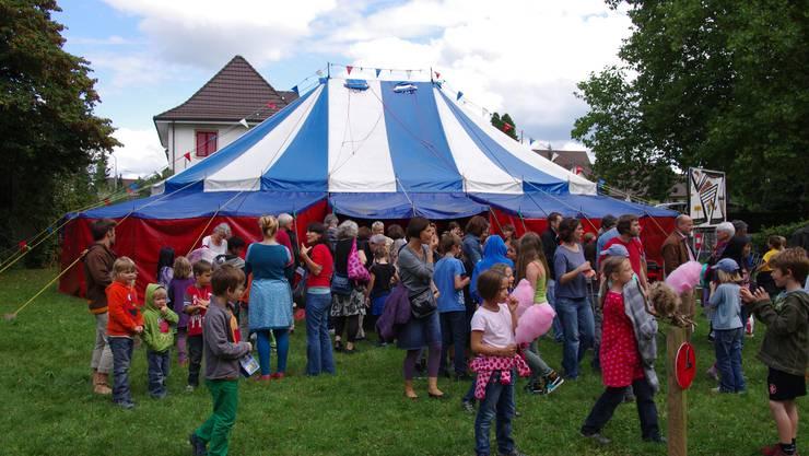 Festlaune bei Kindern und Eltern rund um das Festzelt auf dem Solothurner «Güggi»