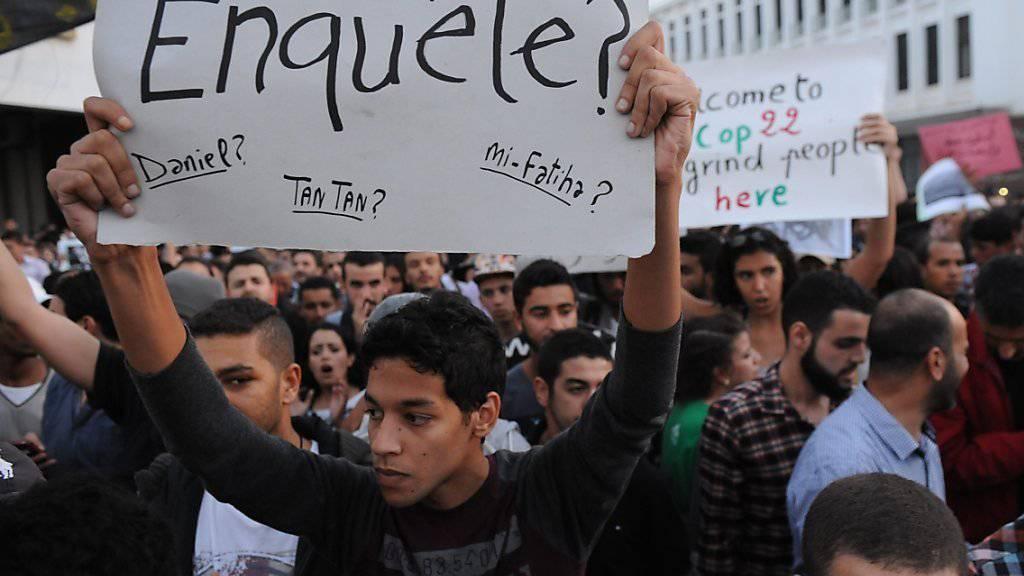 Demonstranten in der Stadt Al-Hoceima fordern Gerechtigkeit nach dem Tod eines Fischverkäufers in Marokko. (Archivbild)