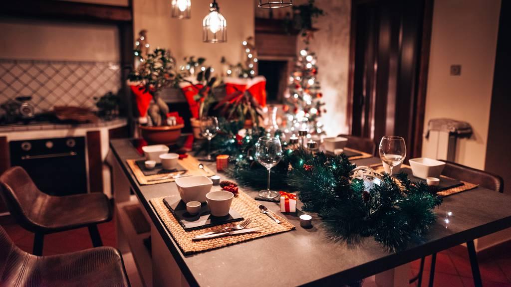 Dunkle Weihnachtsdekoration (1)